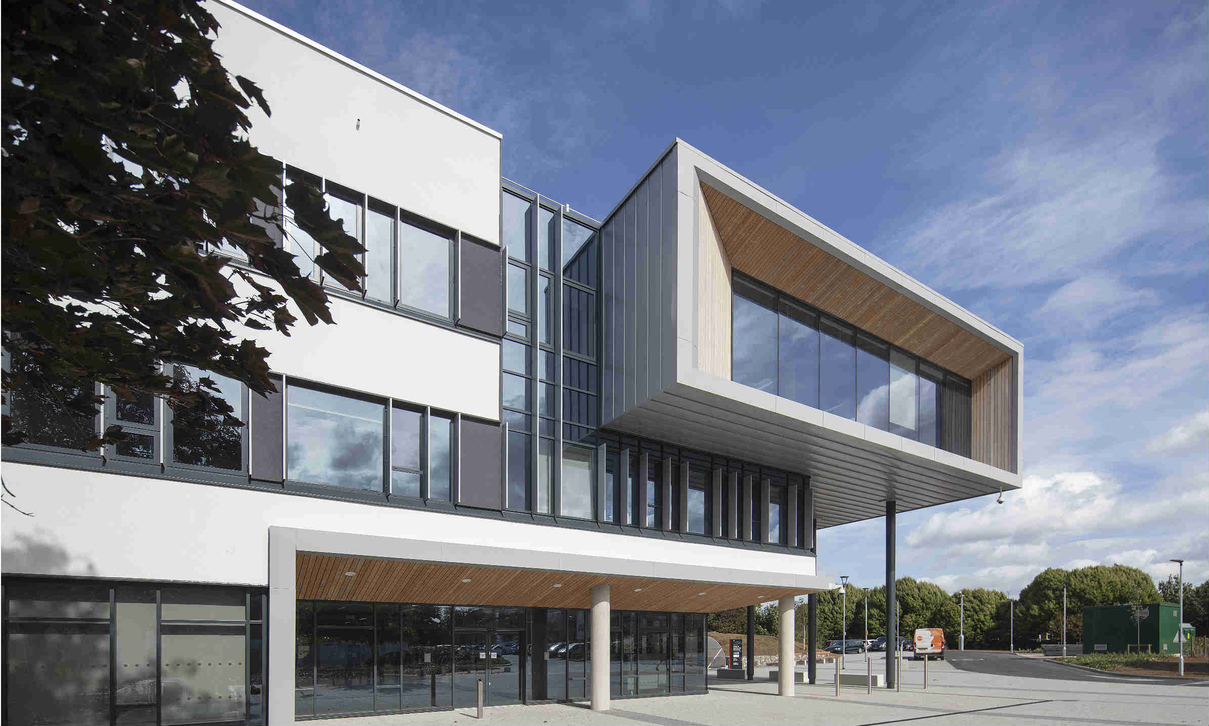 Technal brands help build business school at Oxstalls campus
